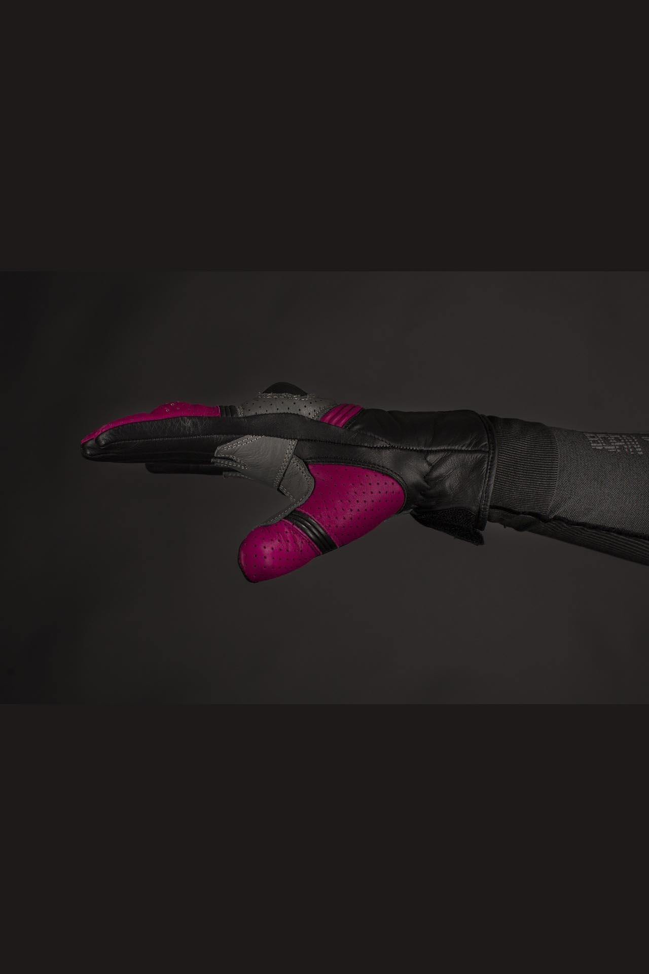 Color: Pink